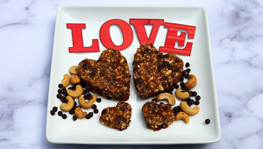 Cherry chocolate cashew date energy bars
