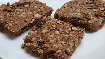 Tart cherry chocolate energy bars pic